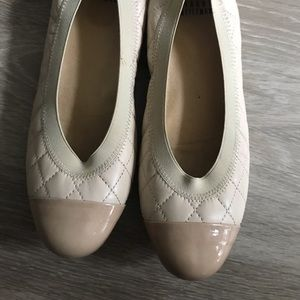 👇🏼REDUCED Stuart Weitzman 7.5 quilted nude flats
